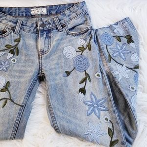 Free People shower me flowers embroidered jeans 24